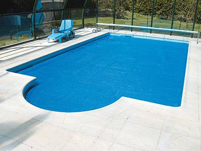 B che piscine bulles bleu 400 microns bord e 4 cot s for Bache a bulle piscine sur mesure