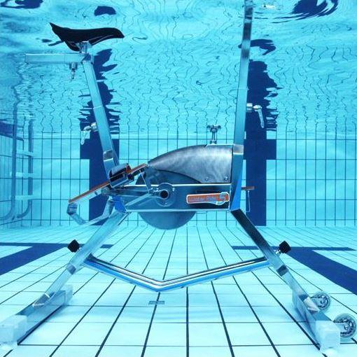 Aquabike dans une piscine