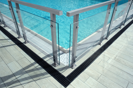 Une barri re de s curit pour votre piscine piscine shop for Barriere de piscine amovible