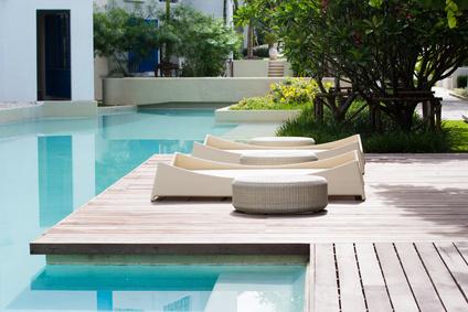 D coration du tour de piscine piscine shop for Arredo piscina