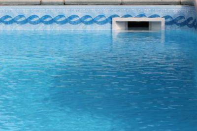 niveau d 39 eau id al d 39 une piscine piscine shop. Black Bedroom Furniture Sets. Home Design Ideas