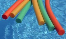 Quelques exercices dans la piscine pour garder la forme