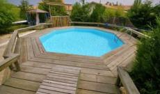 Qu'est-ce qu'un deck de piscine ?