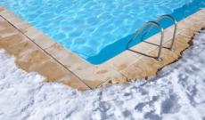 Protéger sa piscine du gel pendant l'hiver